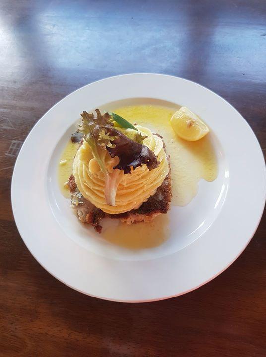 En del av Lunch menyn strömming med potatismos & skirat smö